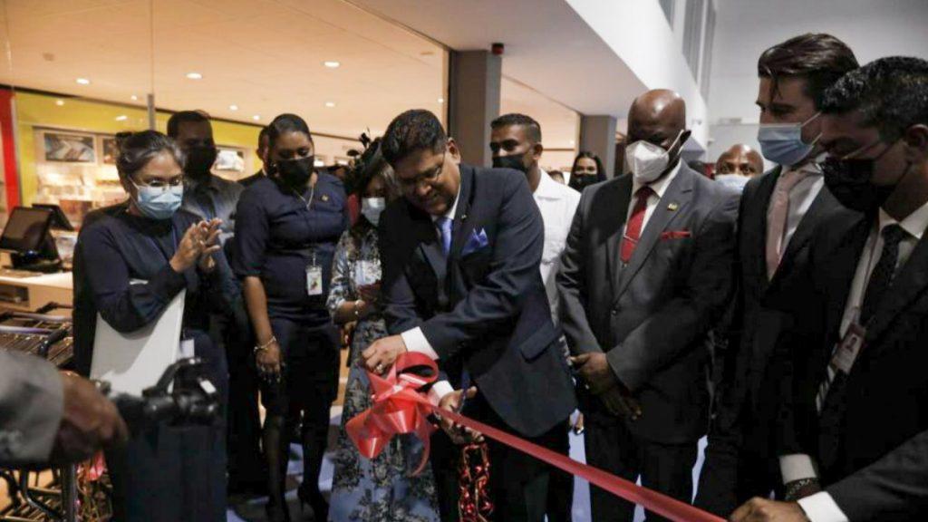 """Santokhi: """"Sabaku Lounge moet Suriname uitnodigend maken voor toerisme"""""""