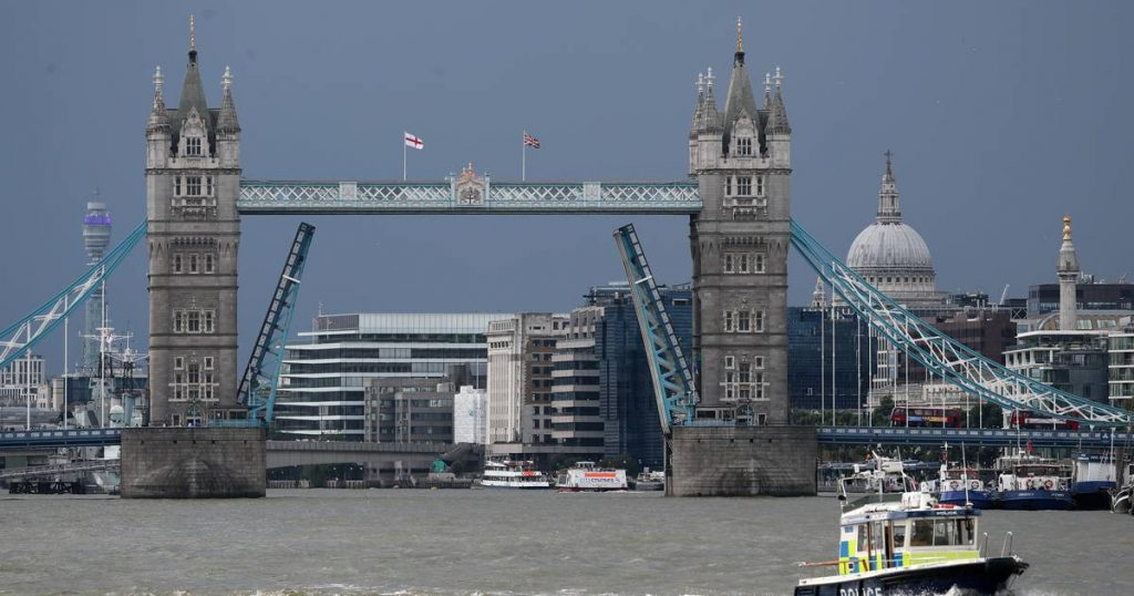 A defect in the Tower Bridge leads to traffic chaos in London |  abroad