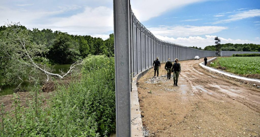 Greece installs a steel wall on the Turkish border    Abroad