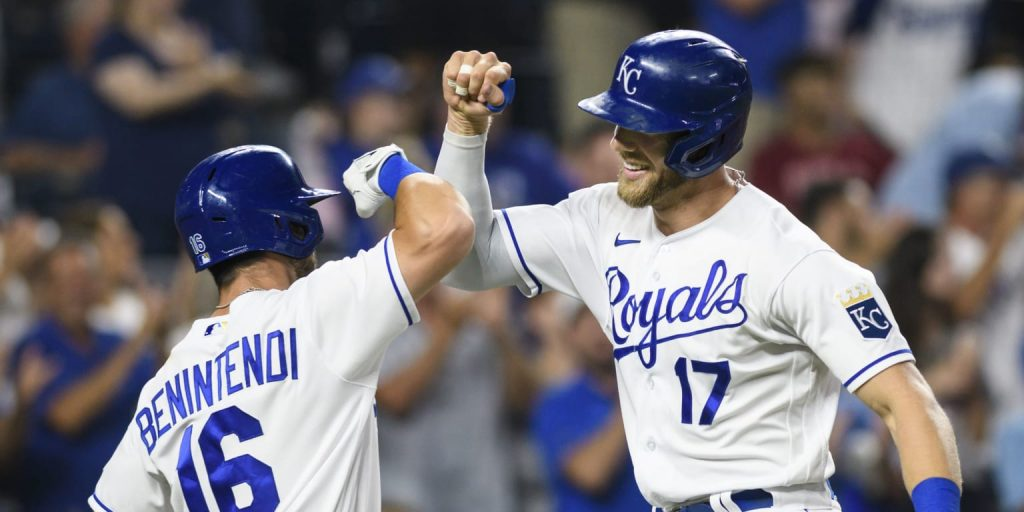 Hunter Dozier Homer helps the royal family win the pack with the Astros