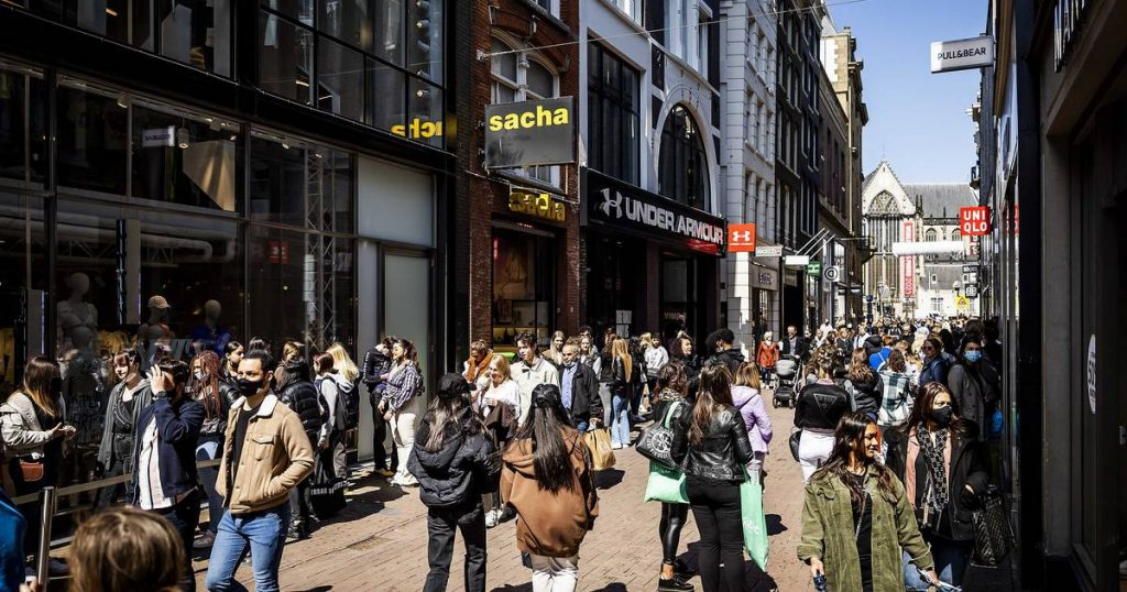 Store sales are on the rise, entrepreneurs are more optimistic than ever, but employees can't be found anywhere    Economie