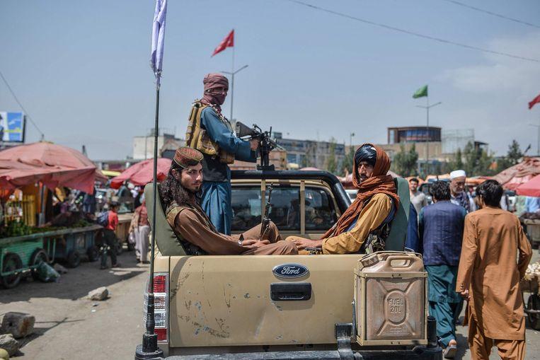 Taliban announces amnesty and resumes evacuation at Kabul airport