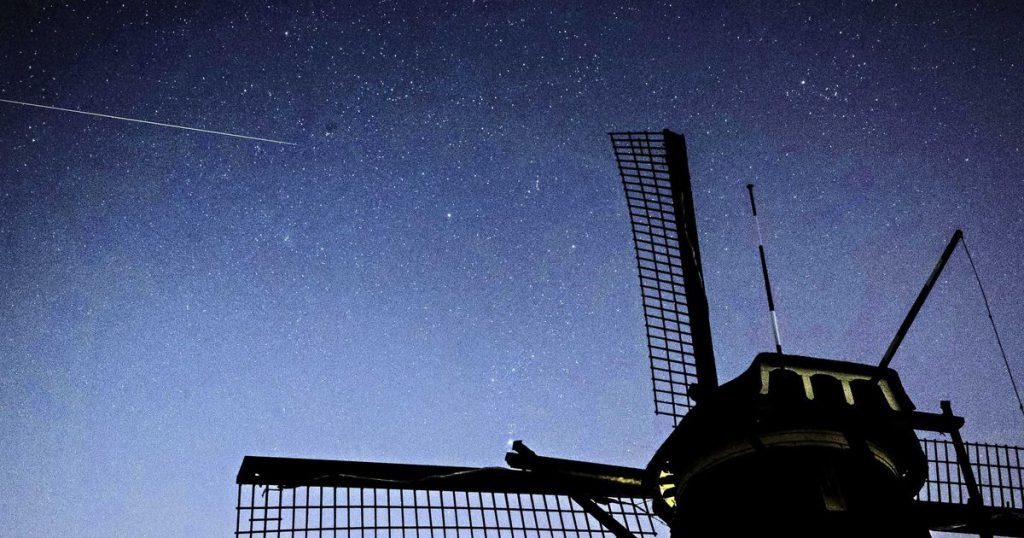 The possibility of seeing dozens of meteor stars next night |  interior