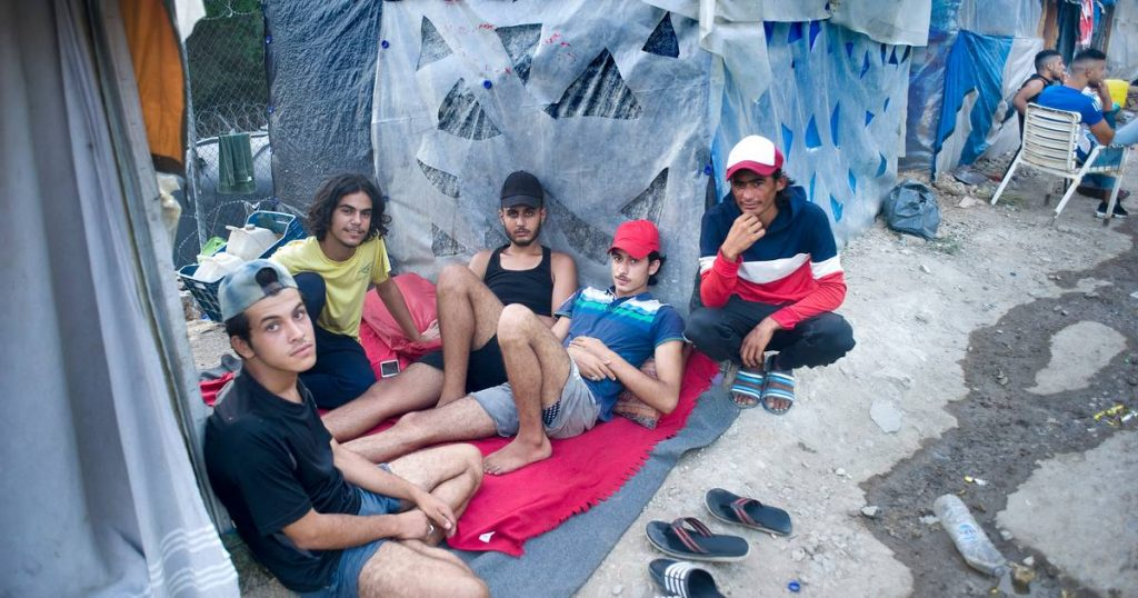 Barbed wire and CCTV: No one is allowed in or out of the new Greek refugee camp    Abroad
