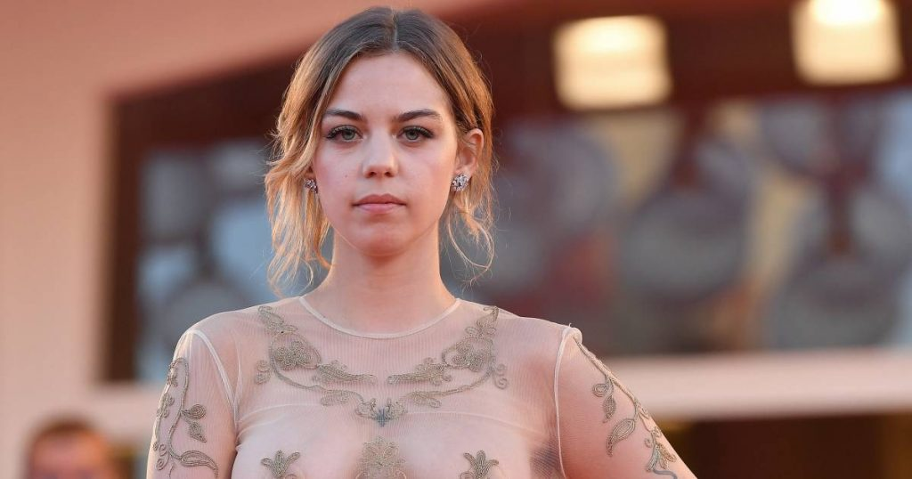 Belgian actress impresses in Venice, but the conversation is about her see-through dress    to watch