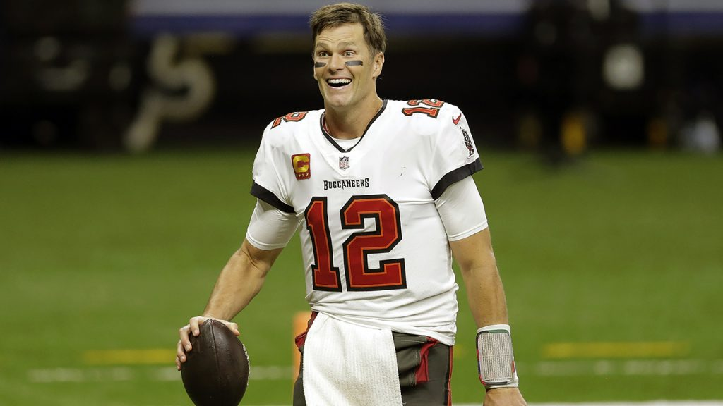 Buccaneers' Tom Brady says he may play after 2022