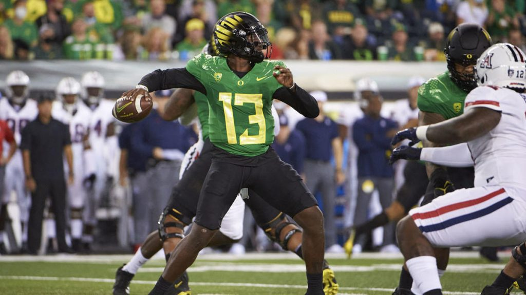College football scores, schedule, top 25 NCAA rankings, today's games: Oregon, BYU, USC in action late at night