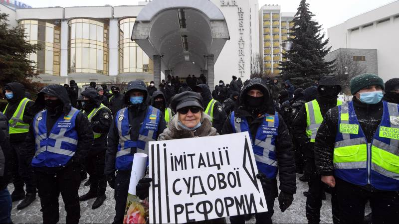European anti-corruption aid to Ukraine does not help