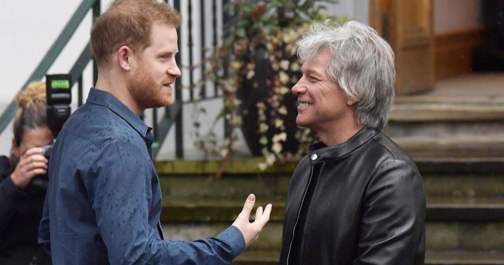 Harry presents awards to veterans and Bon Jovi |  Royals