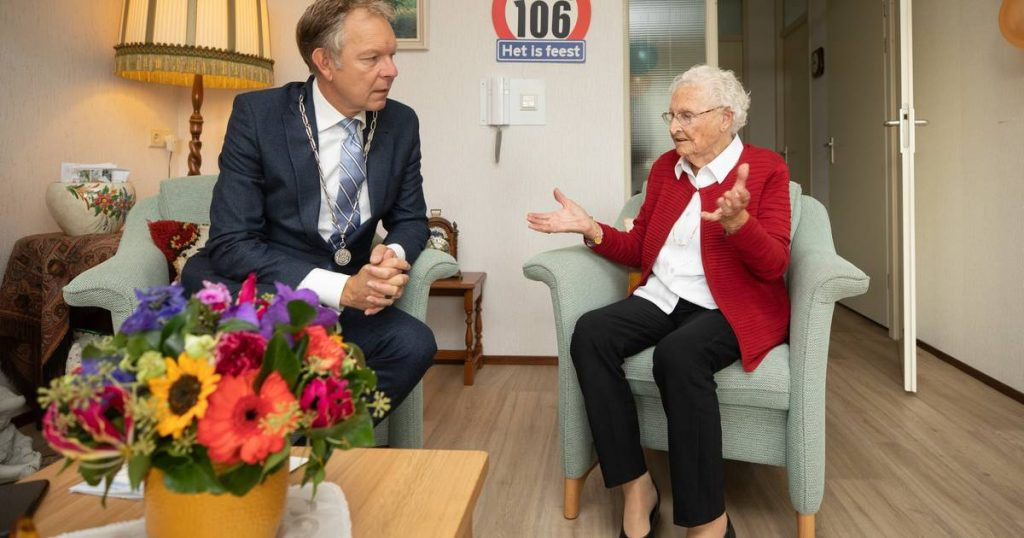 King Willem-Alexander congratulates 106-year-old on getting the wrong age: 'Dirty, that's wrong' Amersfoort
