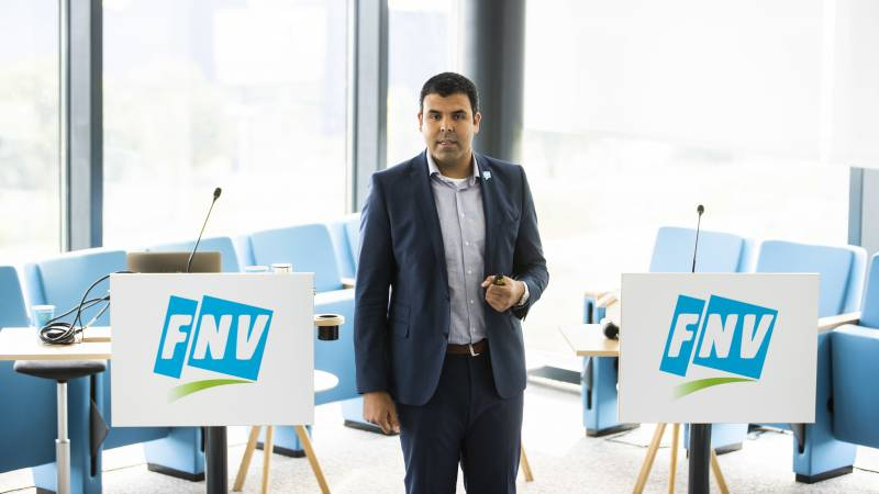More permanent jobs and an additional €100 for all workers, FNV demands