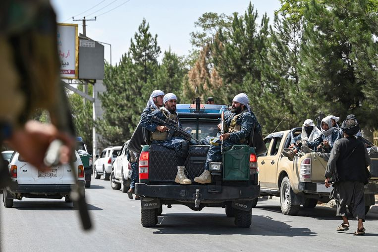 US: Taliban allow foreigners and Afghans to leave with travel permits