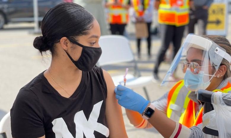 De Amerikaanse vaccinatievereiste voor vliegtuigpassagiers baart Canadezen die gemengde vaccins hebben, zorgen
