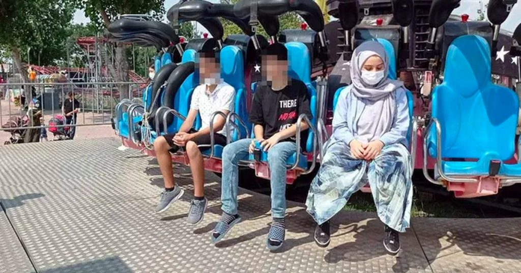 """""""Zeinab the Turkish (19 years old) loses consciousness in an amusement park and dies abroad."""""""