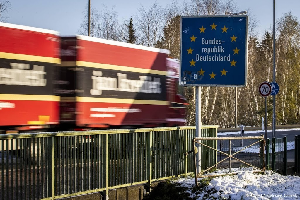 Strict travel advice for Germany and the United States