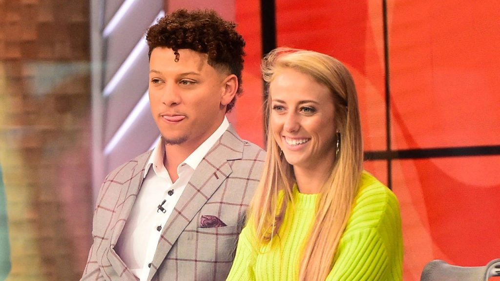 Patrick Mahomes' fiancée, Brittany Matthews, applauds for Chiefs fans