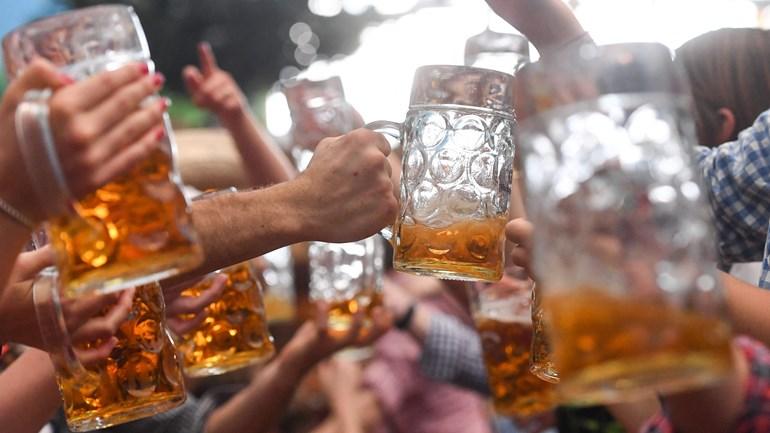 Het bier zal aangerukt worden in Alteveer (Rechten: Tobias Hase/dpa/AFP)